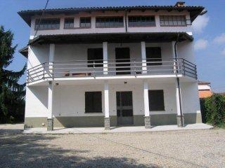 Foto 1 di Casa indipendente Frazione Castiglione, Asti