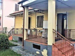Foto 1 di Villa via carducci, Pinerolo