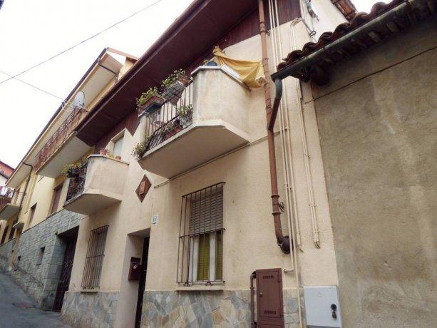 Costigliole S. casa di paese con due alloggi separati via Camillo Benso di Cavour