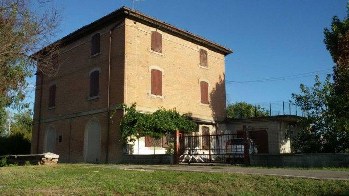 Foto 1 di Appartamento via Castel Leone, San Cesario Sul Panaro