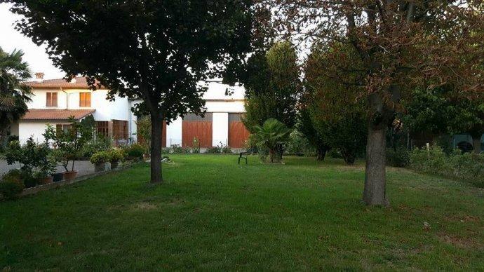 Foto 5 di Villa via Vignolese, Spilamberto