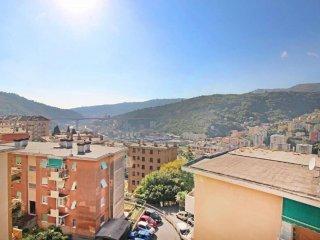 Foto 1 di Trilocale via TERPI, Genova (zona Sant'Eusebio)