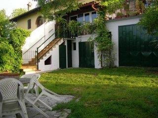Foto 1 di Casa indipendente strada Gomba, frazione Scaparone, Alba