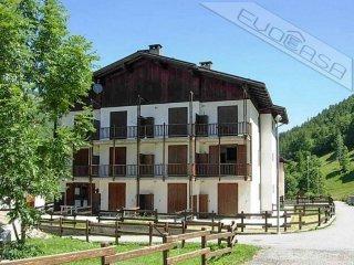 Foto 1 di Bilocale Frazione Ghigo, Prali