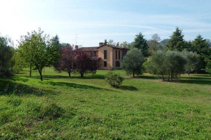 Foto 3 di Villa via Goccianello, Imola