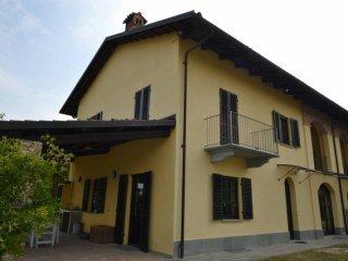 Foto 1 di Villa via La Morra, Cherasco