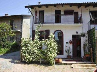Foto 1 di Rustico / Casale vicolo Cavour 7, frazione Castel San Pietro, Camino