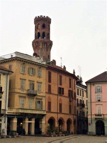 Foto 1 di Bilocale piazza Camillo Benso di Cavour, Vercelli