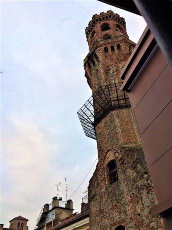Foto 1 di Quadrilocale piazza Camillo Benso di Cavour, Vercelli