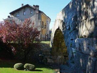 Foto 1 di Attico / Mansarda Aosta