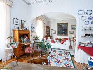 Foto 1 di Appartamento via Fiasella, 16, Genova (zona Centro, Centro Storico)