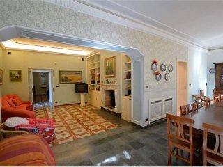 Foto 1 di Villa strada San Salvatore, 11, Gassino Torinese