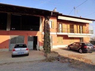 Foto 1 di Villa via Roero 36, frazione Roata Rossi, Cuneo