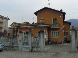 Foto 1 di Villa viale Stazione 30, Dronero