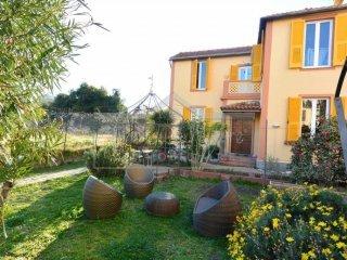 Foto 1 di Villa via Don Minzoni, 2, Savona