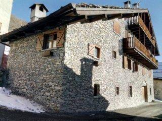 Foto 1 di Trilocale Borgata Medail, 4, frazione Millaures, Bardonecchia