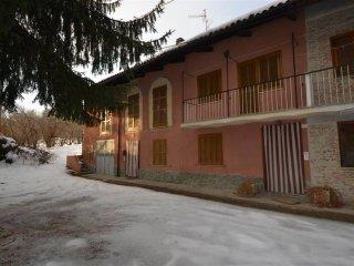 Foto 1 di Rustico / Casale via Codevilla 81, Dogliani
