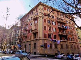 Foto 1 di Bilocale via Bolzaneto, Genova (zona Bolzaneto)