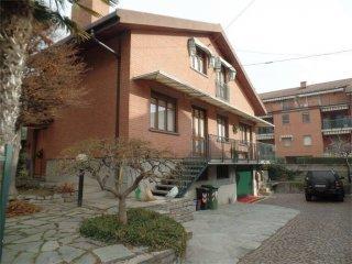 Foto 1 di Villa via Piola, 20, Carignano
