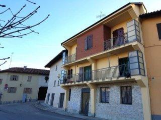 Foto 1 di Villetta a schiera via Vittorio Emanuele 8, frazione Borgo, Santa Vittoria D'alba