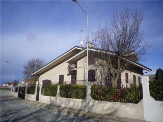Foto 1 di Villa via Osasio, 12, Lombriasco