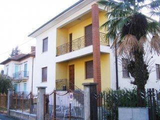 Foto 1 di Villa via Arturo Toscanini 40, Pinerolo
