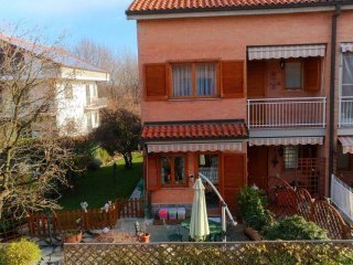 Foto 1 di Villa a Schiera piazza Sandro Pertini 2, La Cassa