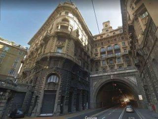 Foto 1 di Palazzo / Stabile piazza largo zecca, Genova (zona Centro città)