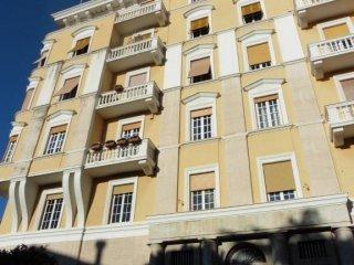 Foto 1 di Appartamento via Accinelli, Genova (zona Carignano, Castelletto, Albaro, Foce)
