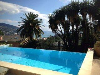 Foto 1 di Villa via privata gattorno, Rapallo