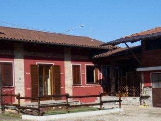 Foto 1 di Casa indipendente via RONCAGLIA, 34, Roletto