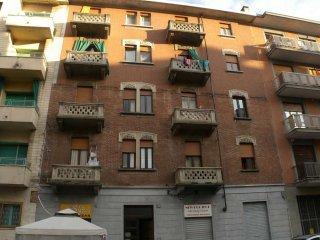 Foto 1 di Palazzo / Stabile via CASTAGNEVIZZA  15, Torino (zona Santa Rita)