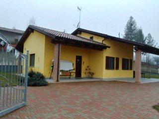 Foto 1 di Villa frazione serravalle, Asti