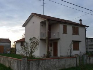 Foto 1 di Casa indipendente via Spinazzino, Ferrara