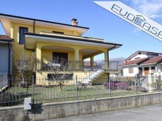 Foto 1 di Villa via Carignano 3/A, Bagnolo Piemonte
