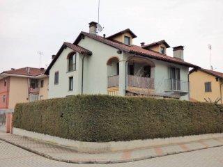Foto 1 di Villa via Lusina, frazione Grinzano, Cervere