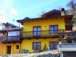 Foto 1 di Quadrilocale Regione Bioula 17, Aosta