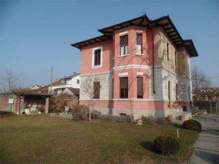 Foto 1 di Villa via Faccio, 15, Carignano