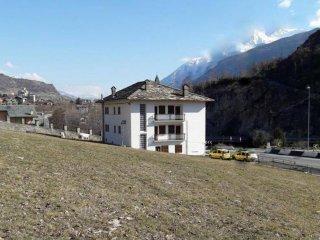 Foto 1 di Palazzo / Stabile strada Statale della Valle d'Aosta, Villeneuve