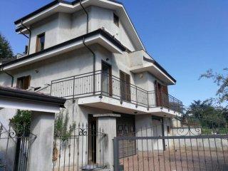 Foto 1 di Villa via Ugo Foscolo, Trana