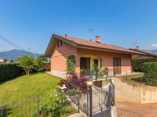 Foto 1 di Villa via Val della Torre, 74, San Gillio