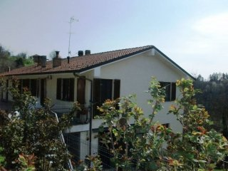 Foto 1 di Villa via Bine, frazione Callianetto, Castell'alfero