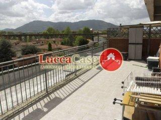 Foto 1 di Attico via Mammini, 20, Lucca