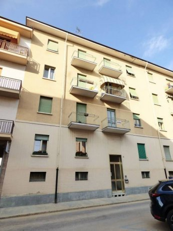 Cuneo, via Schiaparelli, trilocale primo piano via Giovanni Schiaparelli 36