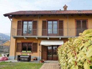 Foto 1 di Villa via san pietro val lemina, Pinerolo