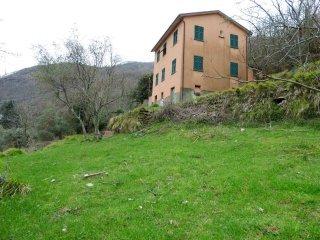 Foto 1 di Casa indipendente via Neirone, Neirone
