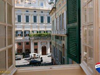 Foto 1 di Trilocale piazza Santa Maria degli Angeli 1, Genova (zona Centro, Centro Storico)