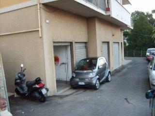 Foto 1 di Box / Garage via Elsa 16, Genova (zona Cornigliano)