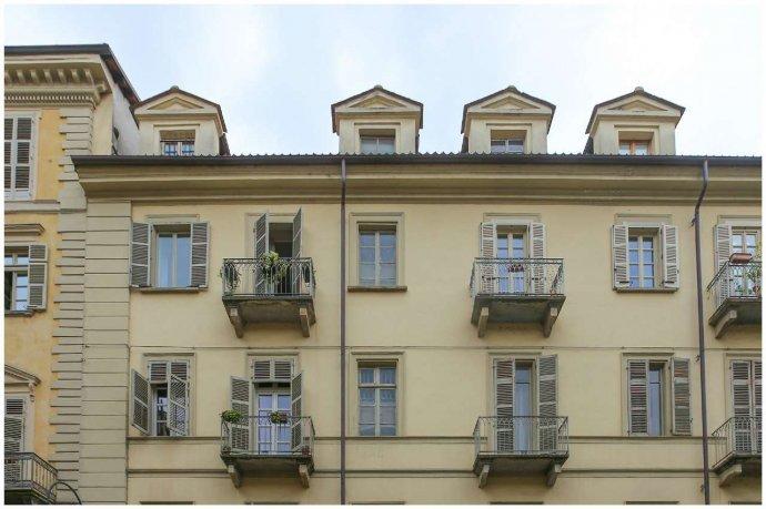 Foto 2 di Bilocale via Maria Vittoria  46, Torino (zona Centro)