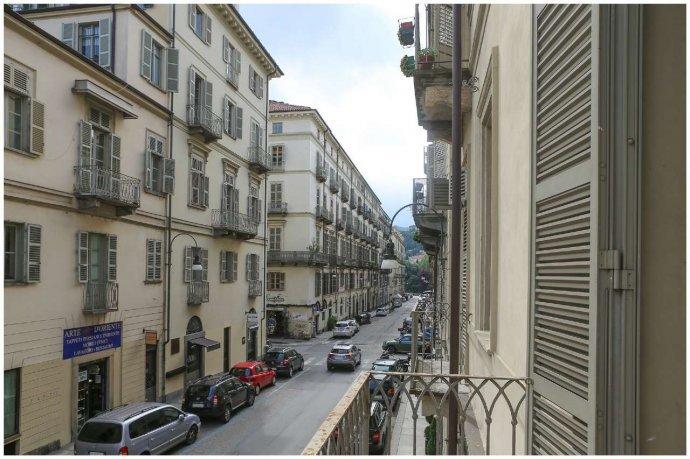 Foto 17 di Bilocale via Maria Vittoria  46, Torino (zona Centro)